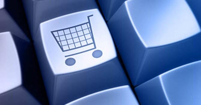 Món hàng đầu tiên được bán trên mạng Internet là gì?