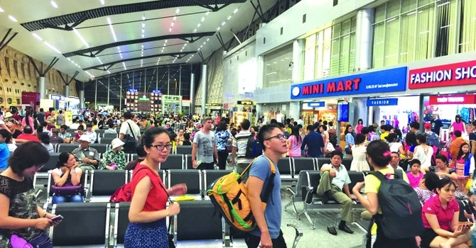 Giả nhân viên sân bay lừa tiền tái diễn