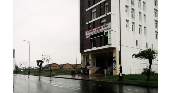 Nhà nghèo nhất thôn mua 12 lô đất sát sân bay quân sự