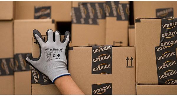 """Chiến lược nào giúp Amazon """"vượt mặt"""" đối thủ, cổ phiếu tăng giá gấp đôi chỉ trong 1 năm?"""