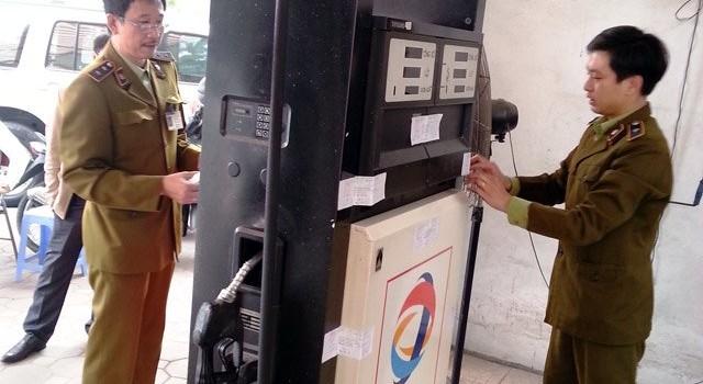 Hai cây xăng gắn chip gian lận ở Hà Nội: Khởi tố vụ án