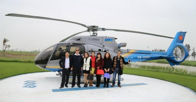 Khách hàng được bay trực thăng đi nhận nhà