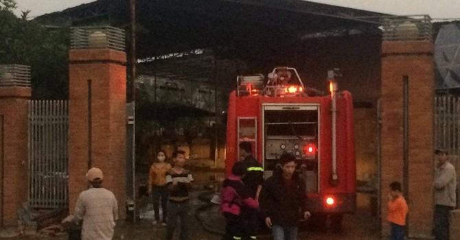 Hỏa hoạn thiêu rụi một xưởng gốm tại Bát Tràng