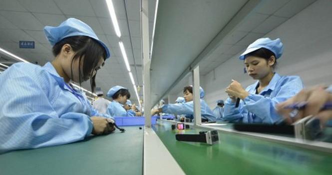 """Kinh tế Trung Quốc """"sốt vó"""" vì hãng gia công điện thoại trong nước sập tiệm"""