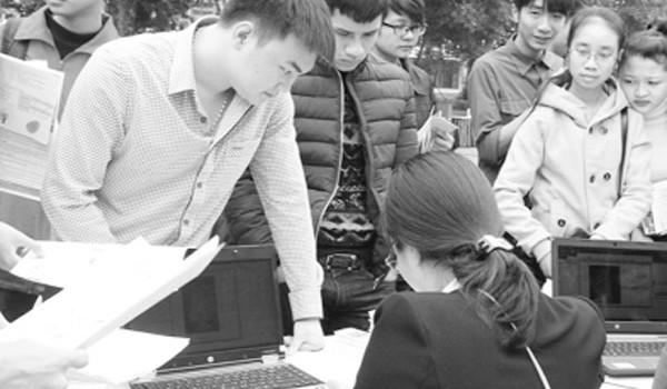 Lao động thời vụ giáp Tết: Tha hồ chọn việc, kiếm tiền