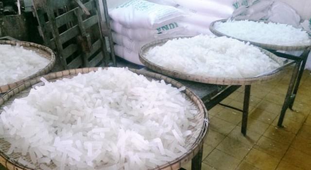 Phát hiện cơ sở nghi dùng chất tẩy trắng công nghiệp làm trắng mứt Tết