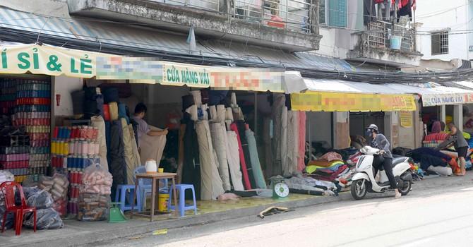 Nguy cơ độc hại từ quần áo giá rẻ