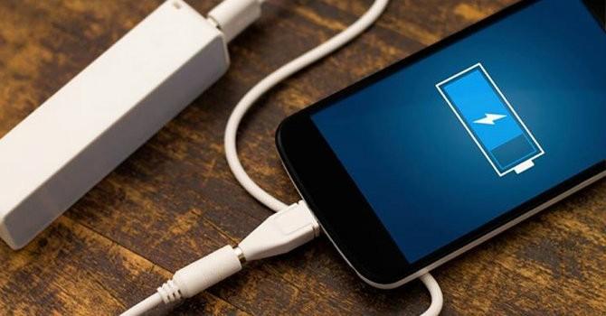 Người dùng tốn bao nhiêu tiền điện khi sạc smartphone, iPad?
