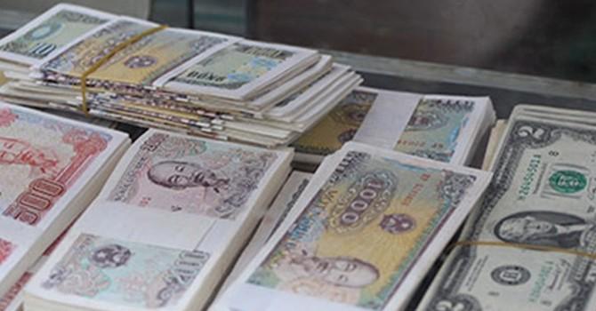 """""""Giá"""" tiền lẻ, tiền mới càng sát Tết càng cao"""