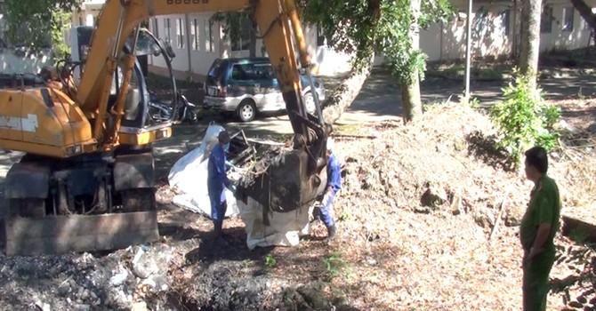 Bệnh viện chôn rác trộm bị đề nghị phạt tiền tỷ