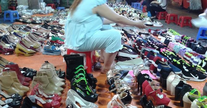 Giày dép Trung Quốc ngập chợ