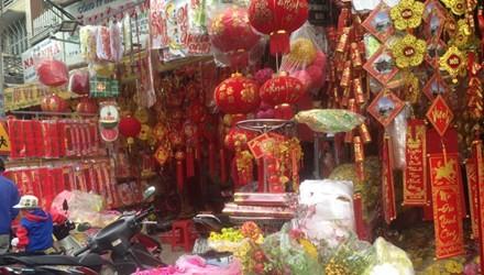 Thị trường tết: Hàng Việt lép vế