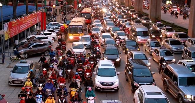 """Đường phố Hà Nội """"ngộp thở"""" ngày cận Tết Nguyên đán"""