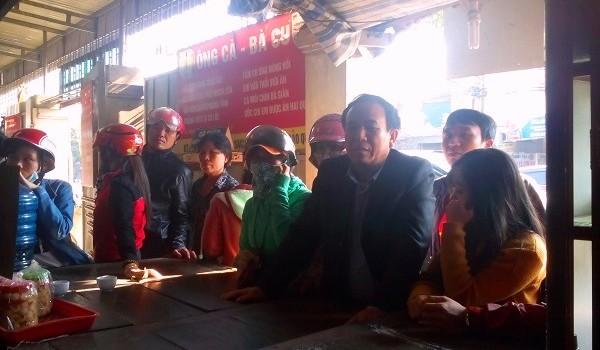 Xếp hàng dài đăng ký mua kẹo cu đơ Hà Tĩnh