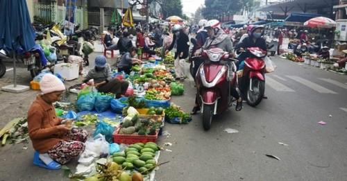 Chuyện lạ: Lên phố mua rau mang về quê bán, lãi bạc triệu/ngày