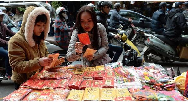 """Báo Tây """"phát hoảng"""" với chi phí ăn Tết của người Việt"""