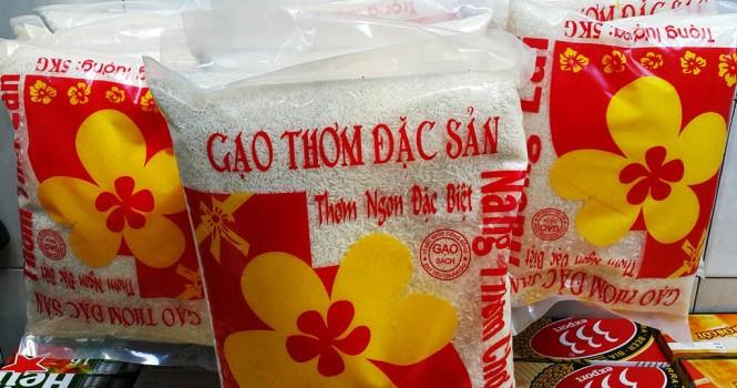 Vụ gạo giả: Vĩnh Long thu giữ 20 túi gạo có nhãn bao bì sai quy định