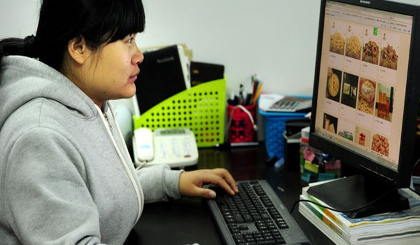 Nông dân Trung Quốc làm giàu từ chợ điện tử