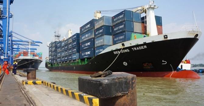 """Phí vận tải biển: Các hãng tàu """"ăn"""" trên lưng doanh nghiệp"""