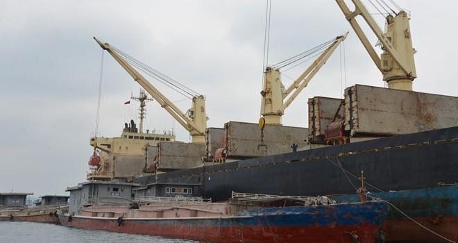 Có nên chấm dứt bốc dỡ hàng hóa trên vịnh Hạ Long?