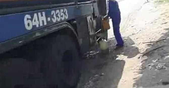 Ngang nhiên trộm xăng trước cổng tổng kho xăng dầu