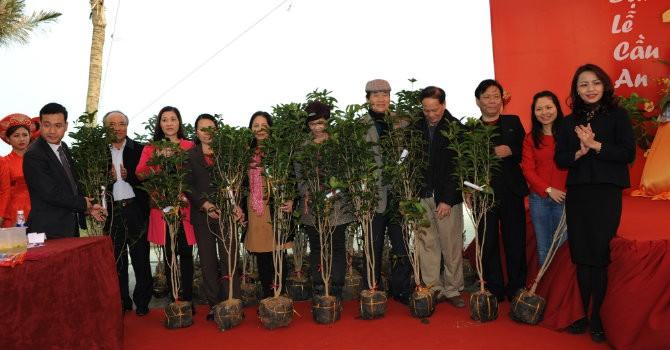 Tưng bừng hoạt động trồng cây đầu xuân tại khu biệt thự biển FLC L'Amoura Sầm Sơn