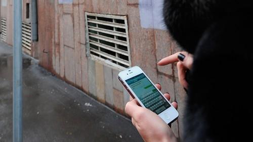 Mỹ: Dùng điện thoại nhắn tin ở nơi công cộng có thể bị tống giam