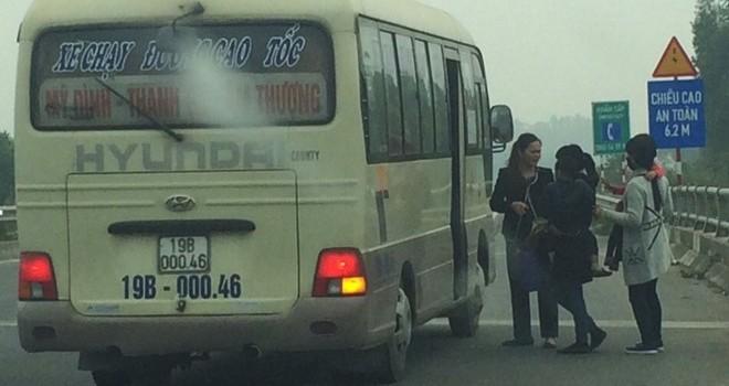 Bất lực với nạn phá rào trên cao tốc Nội Bài - Lào Cai