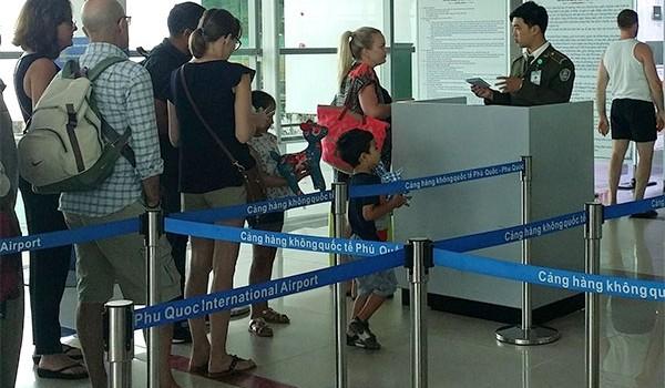 """""""Tiền mất, tật mang"""" vì dùng vé máy bay của người khác"""
