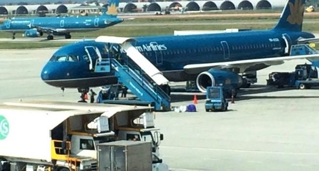 Máy bay phải diệt muỗi trước khi đến Tân Sơn Nhất
