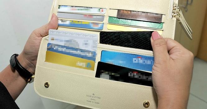Bỗng dưng mất tiền trong thẻ
