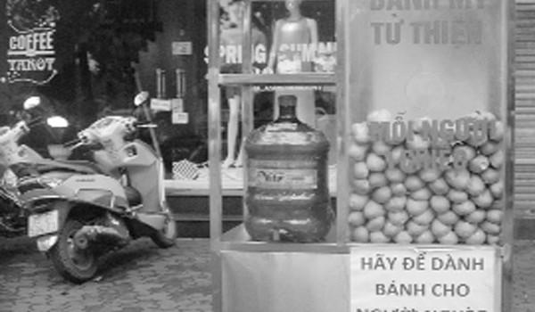 Những tủ bánh nhân ái của người dân Thủ đô