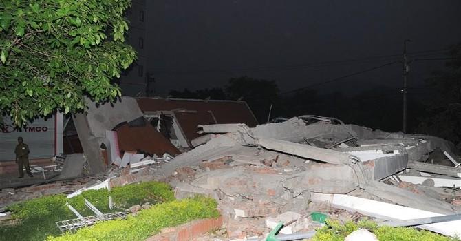 Nhà đổ sập kinh hoàng trong đêm, 6 người thương vong