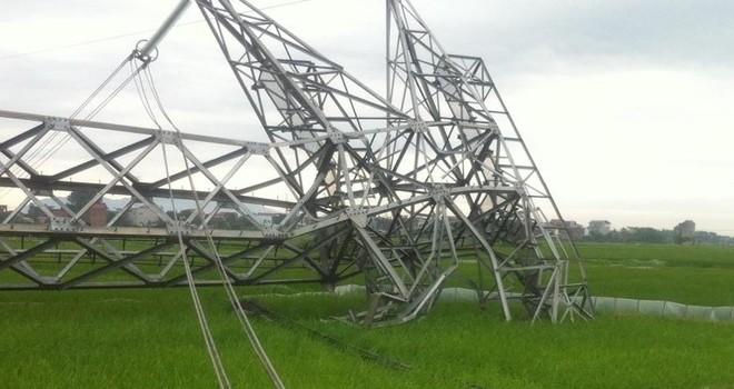 Cột điện đường dây 500kV đổ hàng loạt vì mưa giông