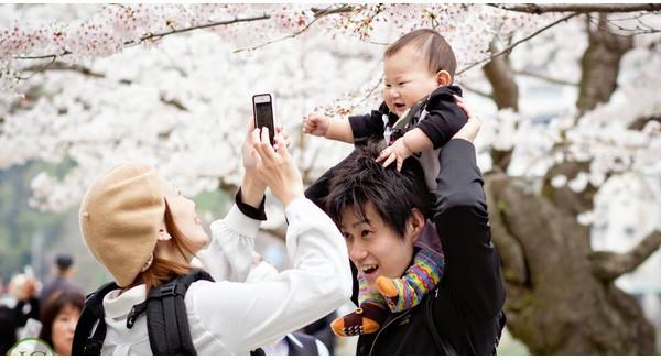 Cấu trúc gia đình Nhật đang thay đổi mạnh mẽ chưa từng có: Đàn ông ở nhà nội trợ, chăm con
