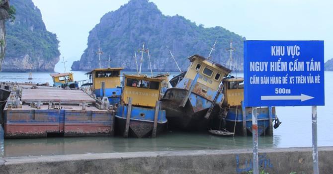 """""""Đống sắt vụn"""" hàng trăm tỷ gây ô nhiễm vịnh Hạ Long"""