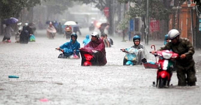 Những cách hay giúp tránh đi làm muộn ngày mưa ngập úng, tắc đường
