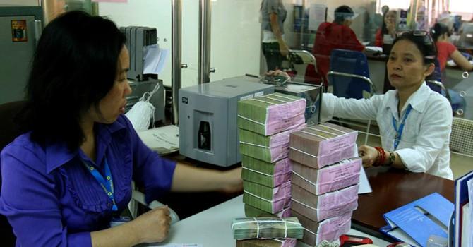 """Vì sao Bộ Tài chính """"đòi"""" ngân hàng trả cổ tức bằng tiền?"""