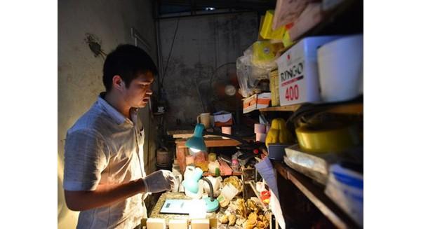 Từ cậu bé bán báo xa mẹ, chàng trai này đã thi đỗ Ngoại thương, đi du học Ý và về Việt Nam khởi nghiệp