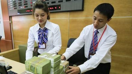 Có nên dỡ trần lãi suất 0% tiền gửi USD?