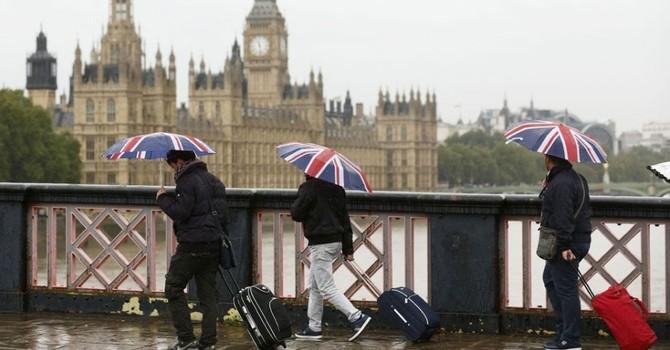 Brexit và nguy cơ khủng hoảng toàn cầu: Dân Việt có tiền nên làm gì?