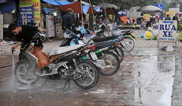 Rửa xe vô tư xả thải khắp nội đô