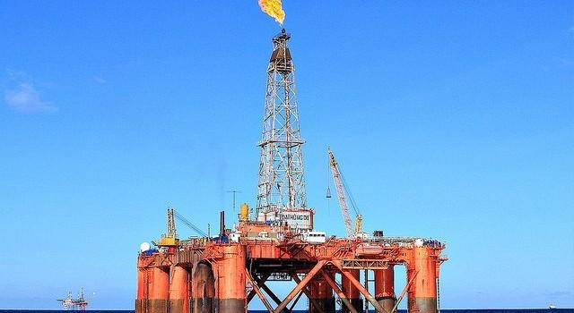 """Giá dầu xuống đáy: Múc thêm 2 triệu tấn """"cứu"""" tăng trưởng?"""