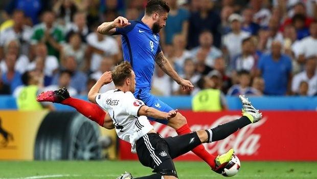Nike đánh bại Adidas trên sân cỏ Euro 2016