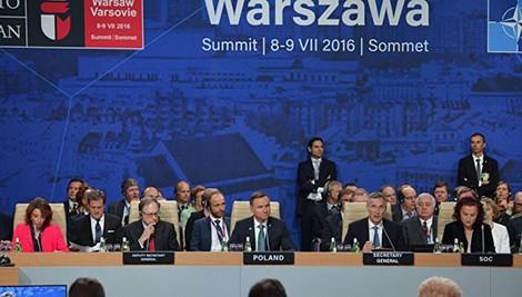 """NATO và vở kịch phi lý nhằm """"dằn mặt"""" Nga"""