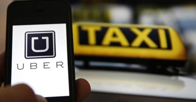 Mưa bão tại Hà Nội, Uber, Grab tăng giá gấp 3 lần