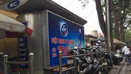 """Đổi 1.000 nhà vệ sinh, Hà Nội có """"loạn"""" quảng cáo?"""