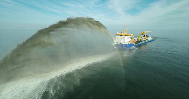 Trung Quốc sắp đưa tàu nạo vét lớn xuống bồi đắp đảo ở Biển Đông?