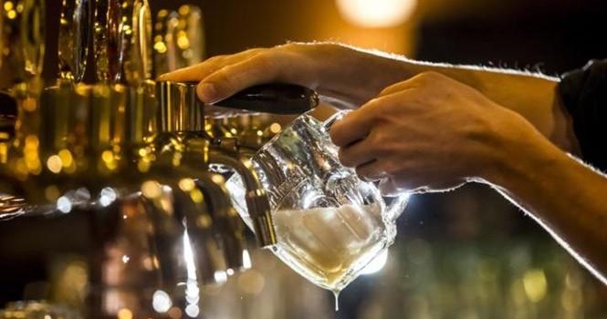 """Bia """"ế"""" ở châu Âu và Mỹ vì người dùng chọn thức uống lành mạnh"""