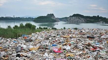 Vấn nạn đổ trộm chất thải ở Trung Quốc